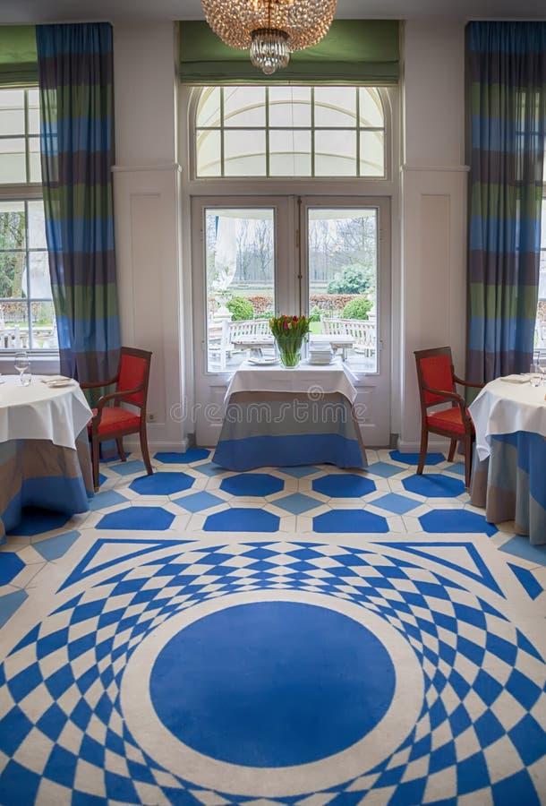 Klassiek binnenland van restaurant royalty-vrije stock afbeelding