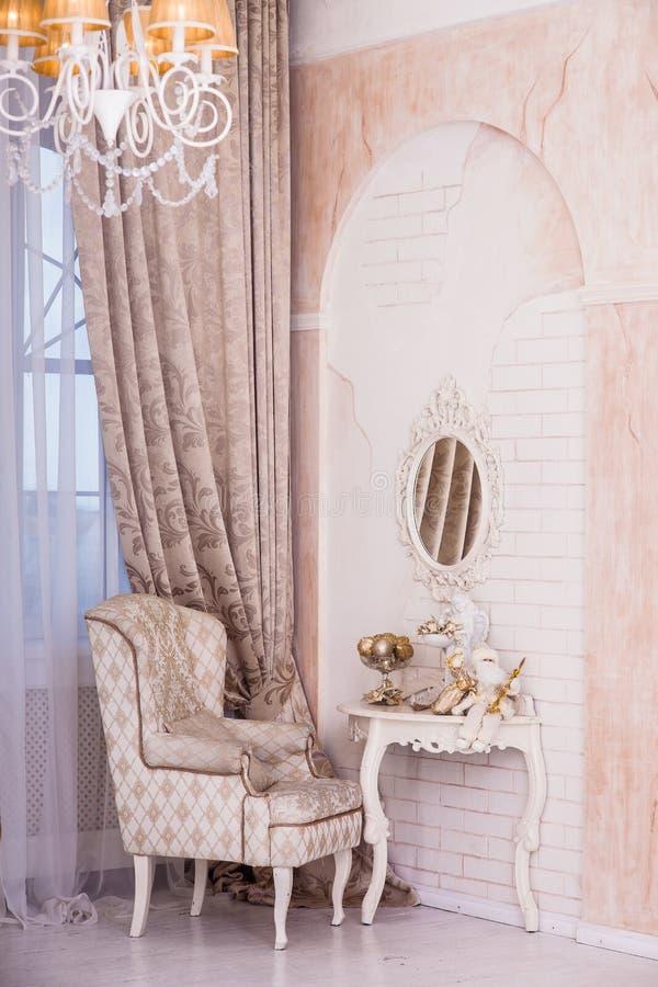 Klassiek binnenlands ontwerp van woonkamer royalty-vrije stock afbeelding