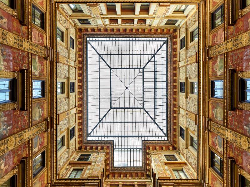 Klassiek decoratieopenbaar gebouw Rome Italië stock foto's