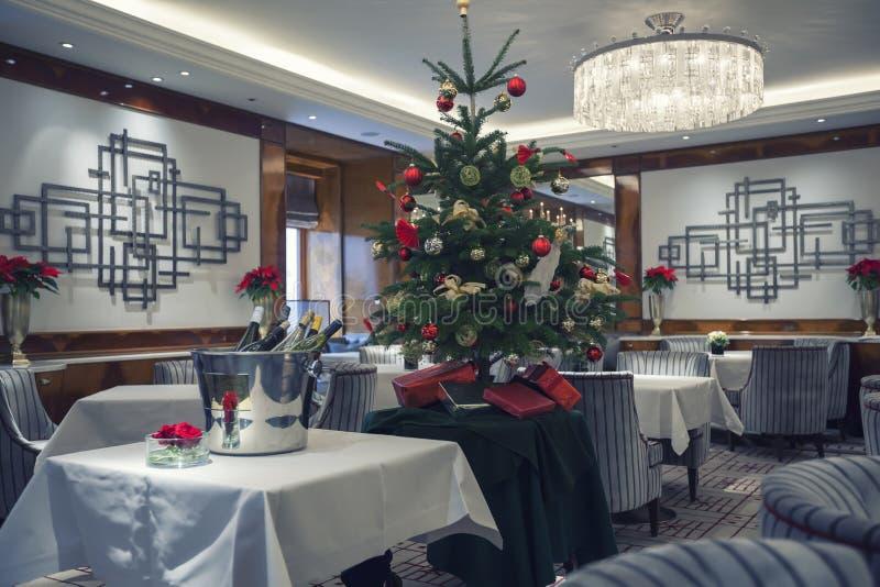 Klassiek restaurant in wintertijd royalty-vrije stock fotografie