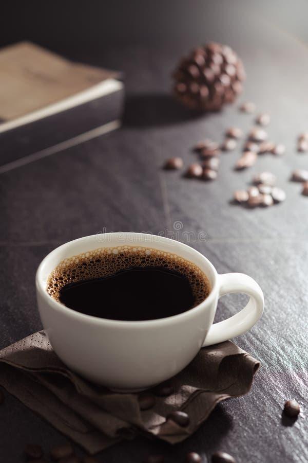 Klassiek stilleven met een kop van koffie royalty-vrije stock foto