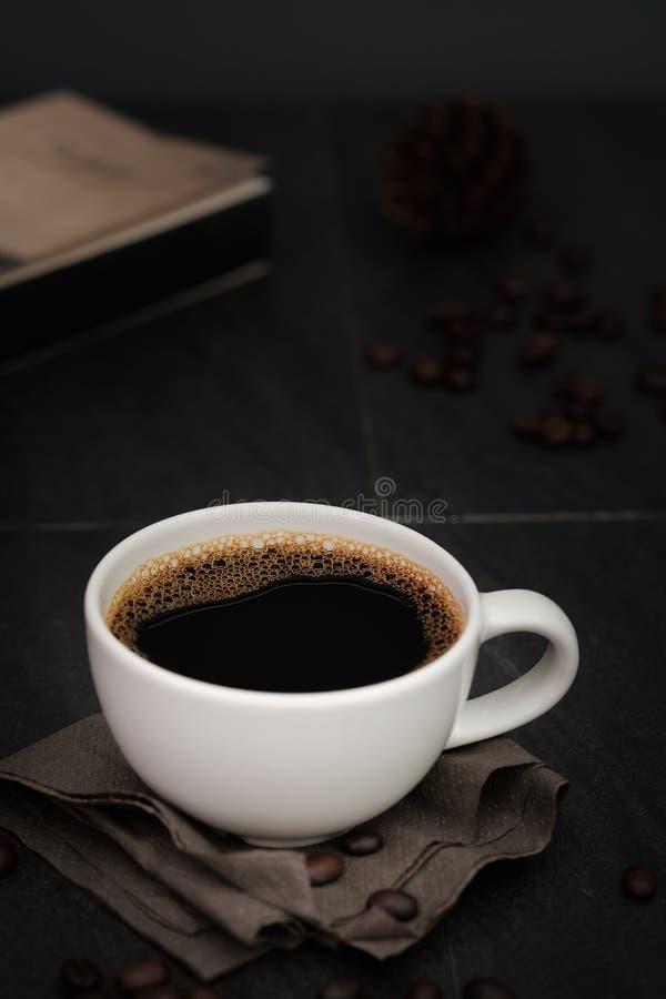 Klassiek stilleven met een kop van koffie stock foto