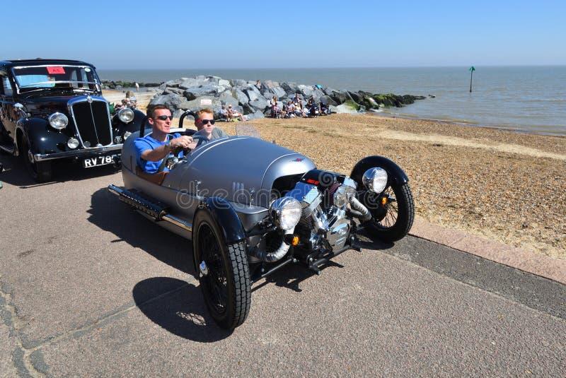 Klassiek Zilveren Morgan 3 gereden Auto die op Strandboulevardpromenade worden gedreven royalty-vrije stock fotografie
