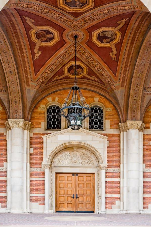 Klassieke Architectuur die Hoger onderwijs vertegenwoordigt stock afbeeldingen