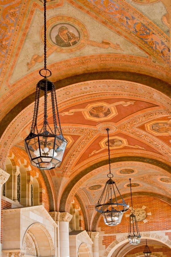 Klassieke Architectuur die Hoger onderwijs vertegenwoordigt royalty-vrije stock foto's