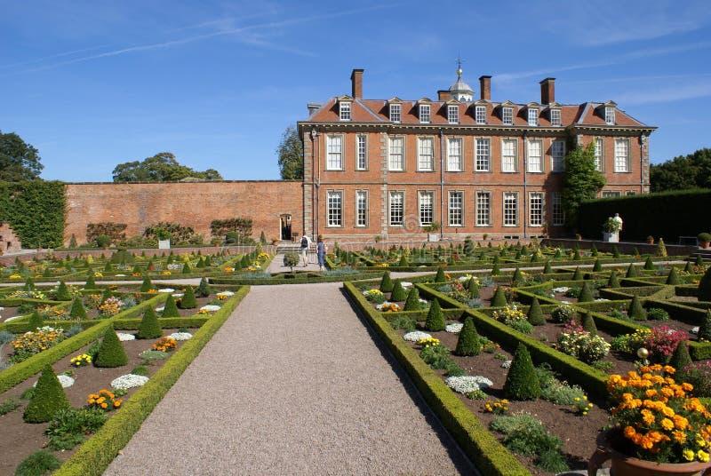 Klassieke architectuur en tuin royalty-vrije stock afbeeldingen