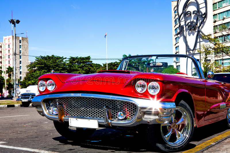 Klassieke Auto in Plaza DE La Revolucion, Havana, Cuba, in de rug royalty-vrije stock foto's