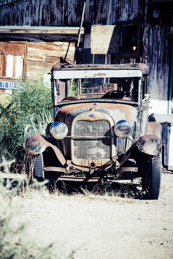 Klassieke auto t-Ford bij Hackberry Algemene Opslag, Route 66 -memorabilia stock foto's