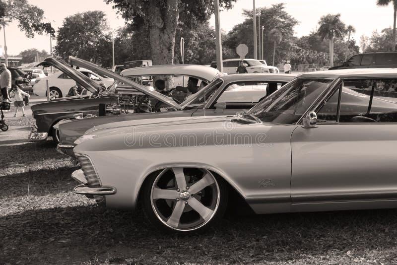 Klassieke autoopstelling royalty-vrije stock afbeeldingen