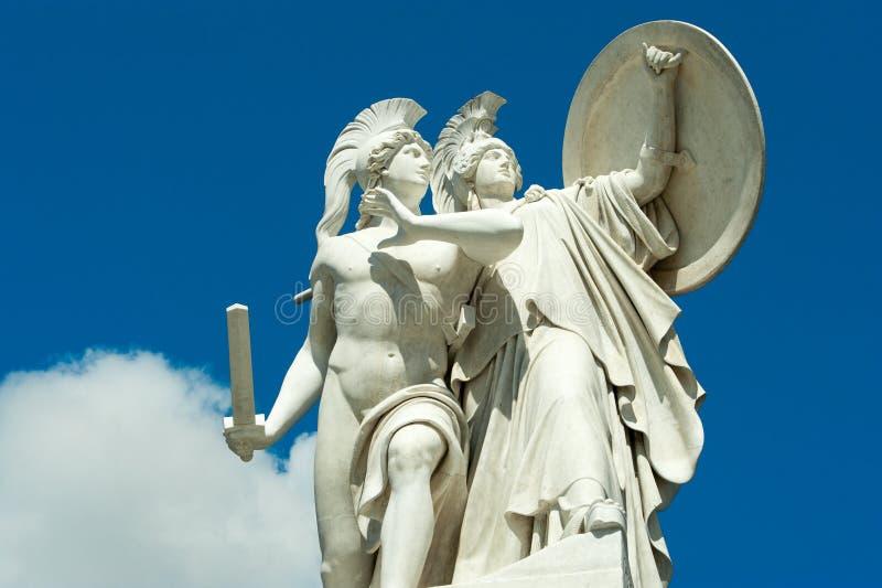 Klassieke beeldhouwwerken in Berlijn stock afbeeldingen