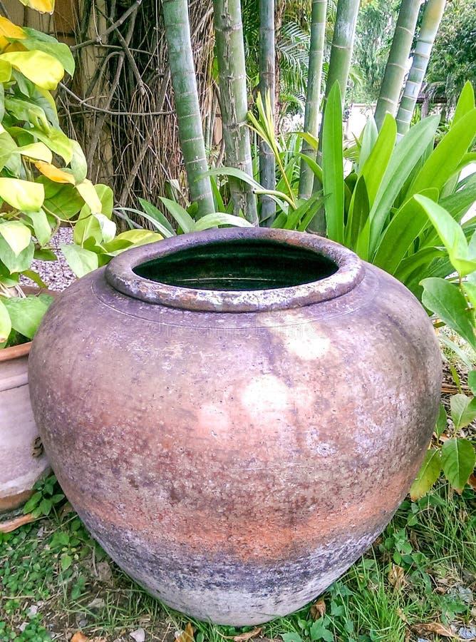 Download Klassieke decoratieve pot stock afbeelding. Afbeelding bestaande uit klassiek - 54080261
