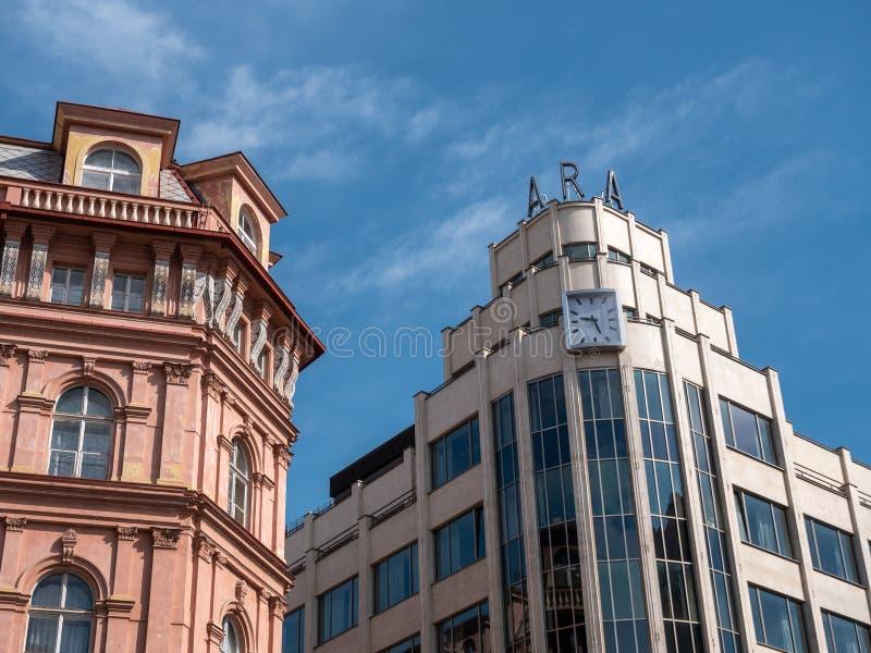 Klassieke en Moderne Architectuur in Praag, Tsjechische Republiek royalty-vrije stock afbeelding