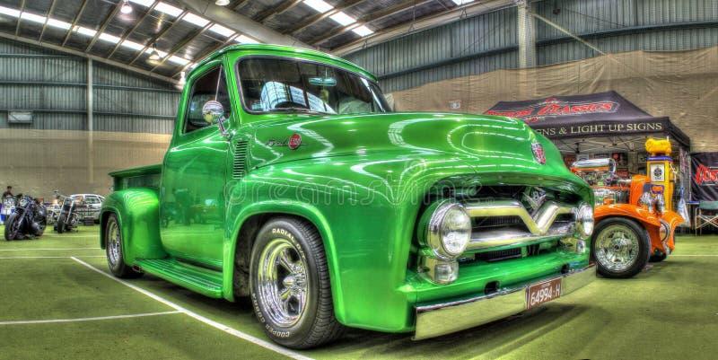 Klassieke F100 van jaren '50ford pick-up royalty-vrije stock afbeeldingen