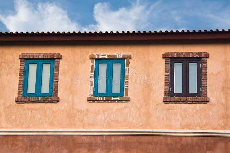 Klassieke houten vensters stock fotografie