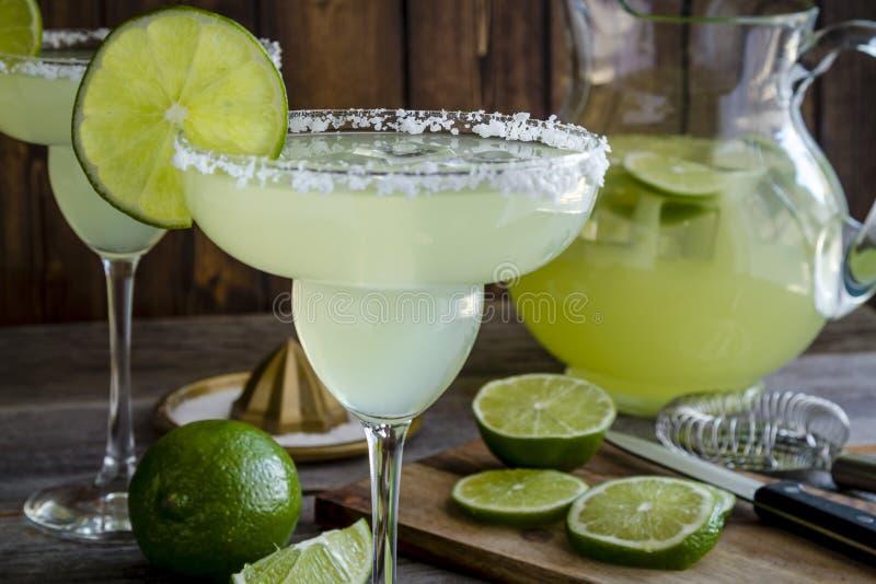 Klassieke Kalk Margarita Drinks stock afbeeldingen