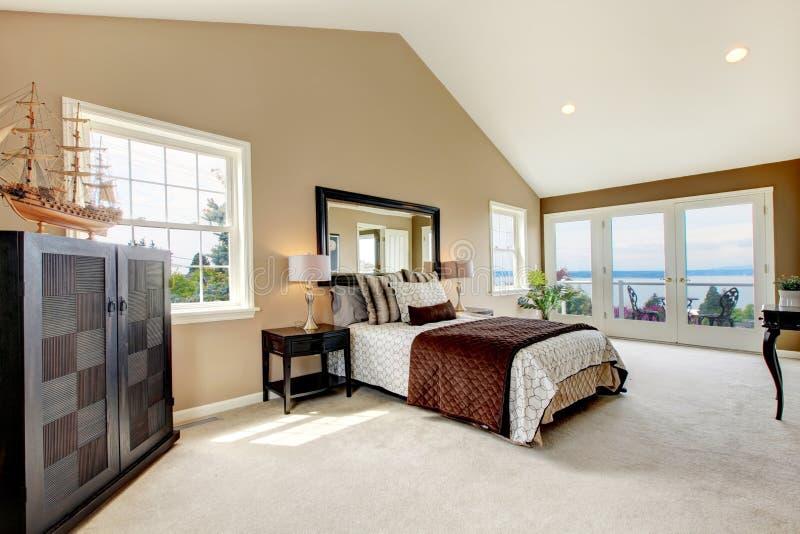 Klassieke Luxe Grote Slaapkamer. Stock Afbeelding - Afbeelding ...