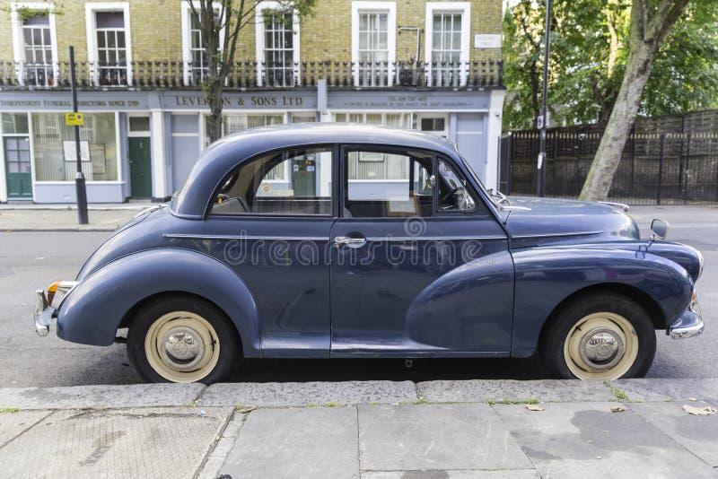 Klassieke oude auto stock afbeeldingen