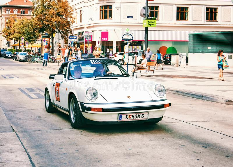Klassieke oude auto'sverzameling van uitstekende auto's in Wenen, Oostenrijk royalty-vrije stock afbeelding