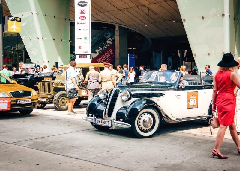 Klassieke oude auto'sverzameling van uitstekende auto's in Wenen, Oostenrijk stock foto