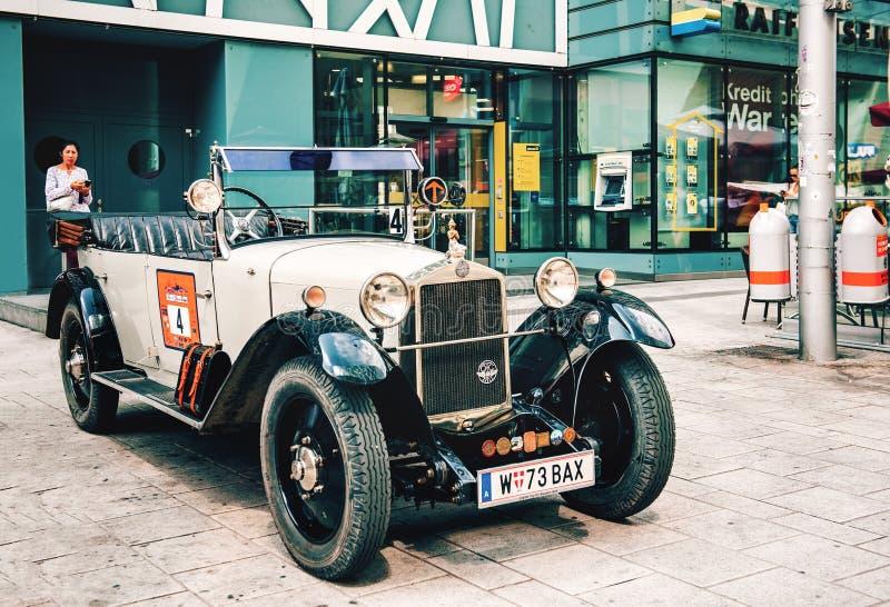 Klassieke oude auto'sverzameling van uitstekende auto's in Wenen, Oostenrijk royalty-vrije stock foto