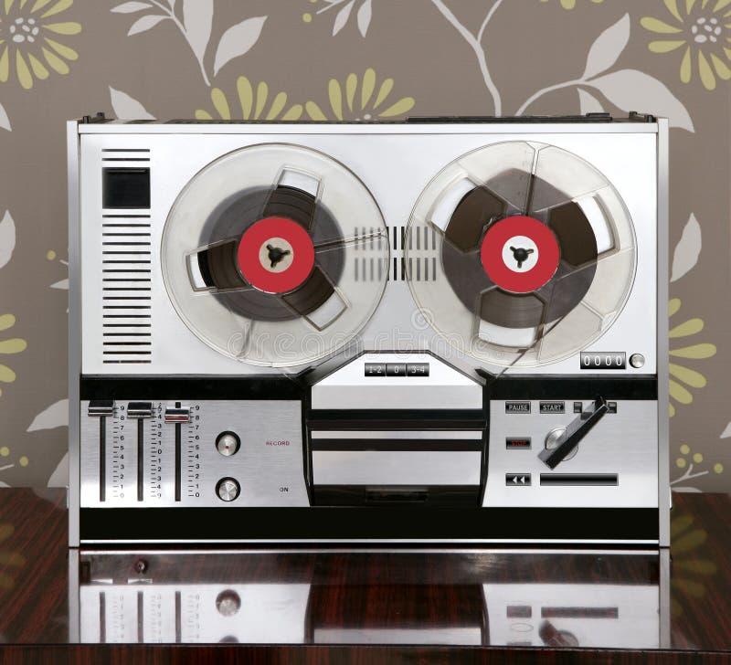 Klassieke retro spoel om open jaren '60 uitstekende muziek te winden stock afbeeldingen