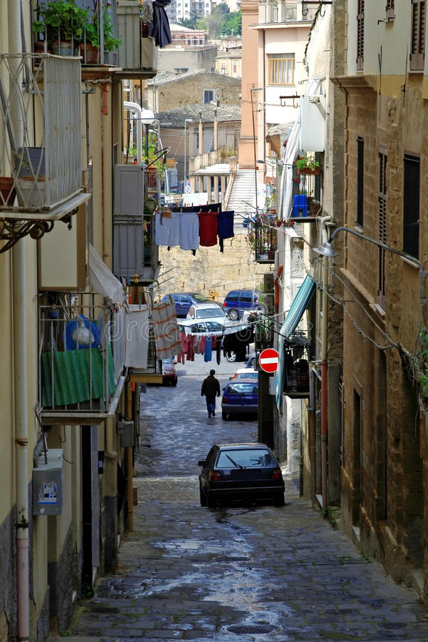 Klassieke straat in oud Italië, stad Caltanisetta royalty-vrije stock foto