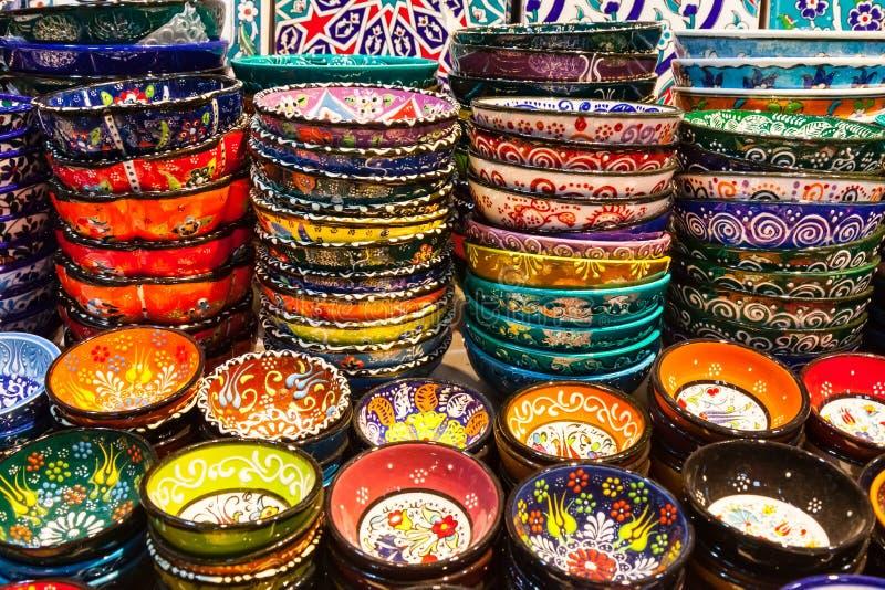Klassieke Turkse keramiek op de markt stock fotografie