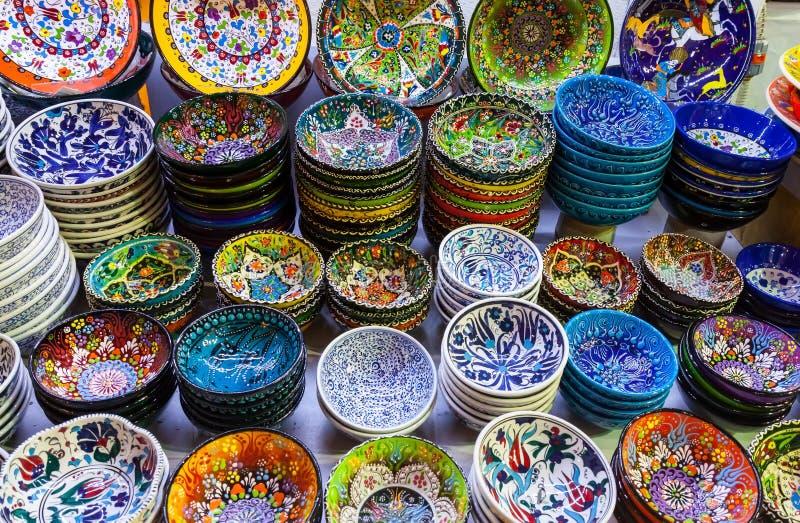 Klassieke Turkse keramiek op de markt stock afbeeldingen