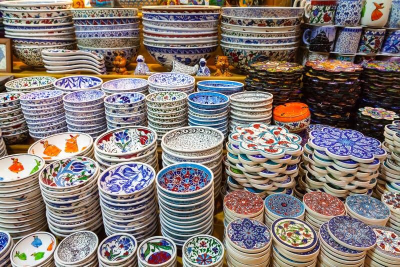 Klassieke Turkse keramiek op de markt stock afbeelding