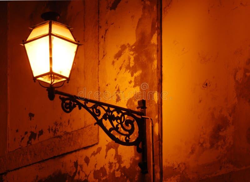 Klassieke uitstekende lamp in Lissabon stock foto