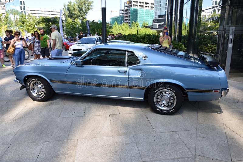 Klassiker blåa Ford Mustang Mach 1 1969 arkivfoto