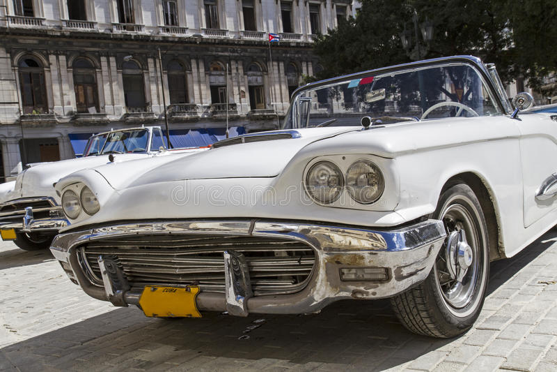 Klassikertappningbil i Havana, Kuba royaltyfri foto