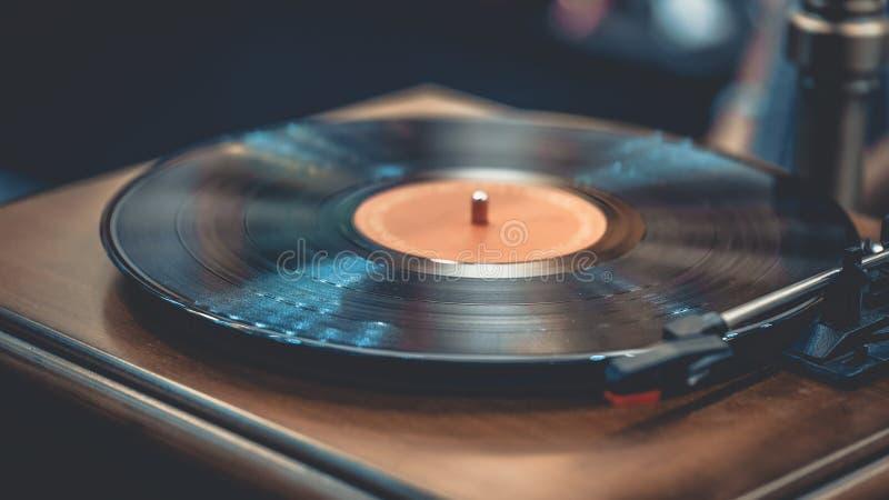 Klassische alte schwarze Vinyldiskette stockfotos