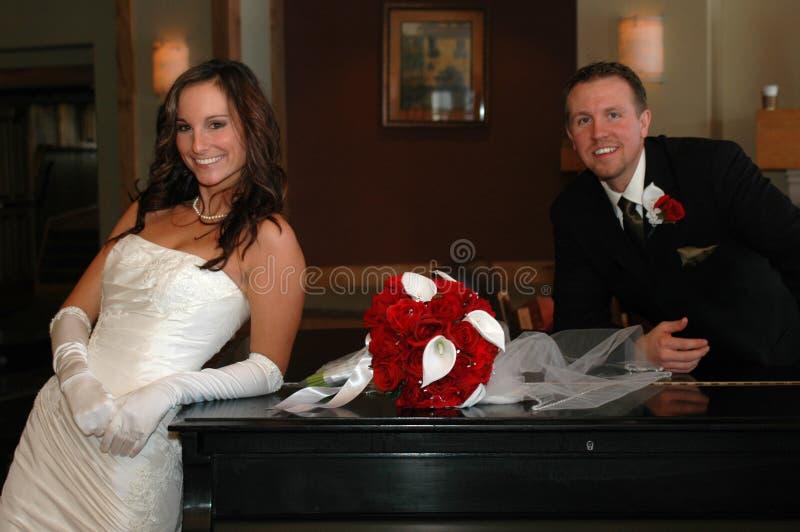 Klassische Braut und Bräutigam stockbilder