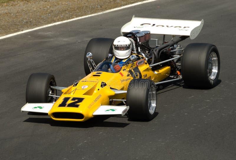 Klassische Formel-Ford-laufendes Auto mit Drehzahl stockfotos
