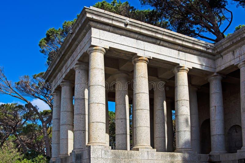 Klassische Granit dorische Säulen am Denkmal stockfotos