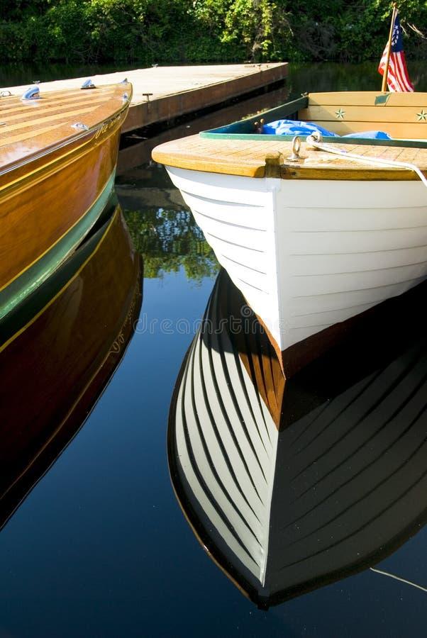 Klassische hölzerne Boote angekoppelt stockfotografie