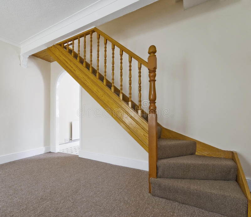 Klassische hölzerne Treppen lizenzfreie stockbilder