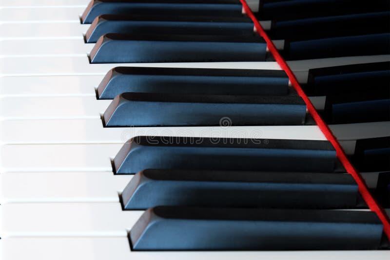 Klassische Klaviertastatur, Klavier befestigt Nahaufnahme stockfotos