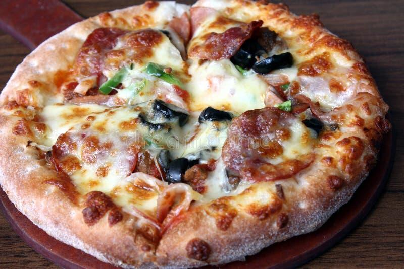 Klassische Pizza lizenzfreies stockfoto