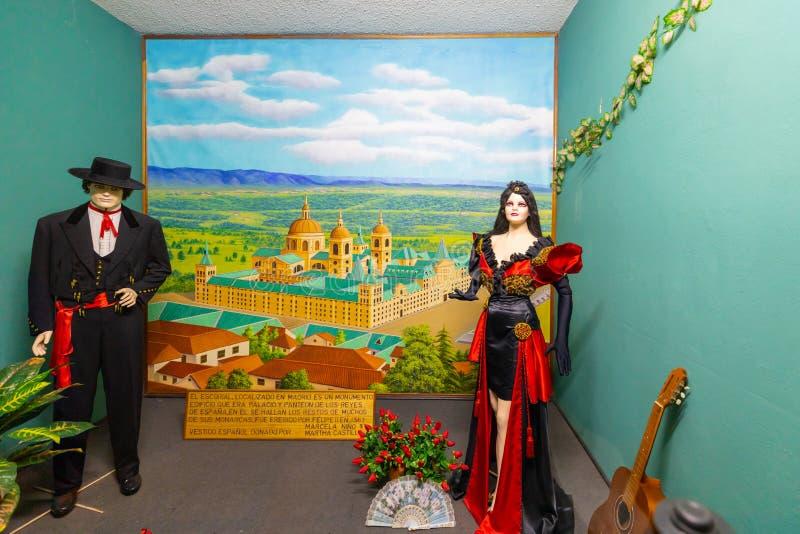 Klassische spanische Kleider Parks Bogotas Jaime Duque von den 1500s lizenzfreie stockfotografie