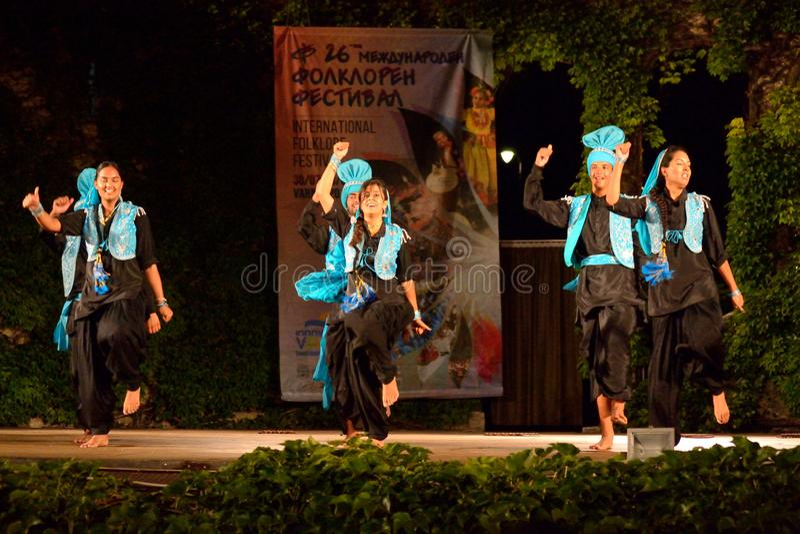 Klassische Tänzer der Indien-Stadiumsleistung stockfotos