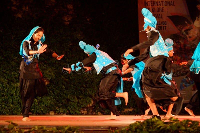 Klassische Tänzer der jungen Leute von Indien stockbilder