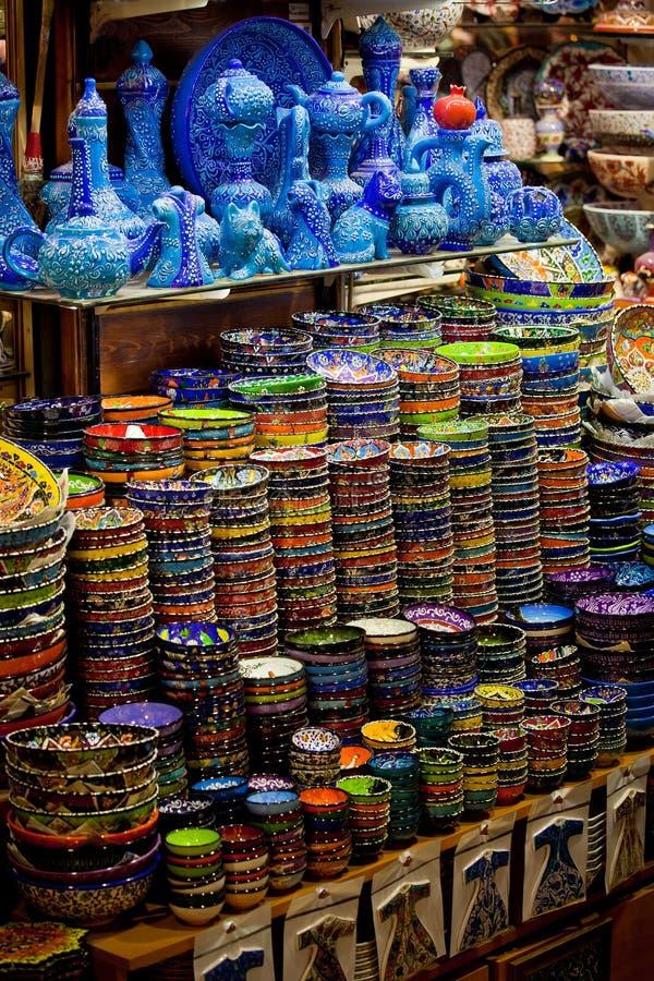 Klassische türkische Keramik auf dem Markt lizenzfreie stockfotografie