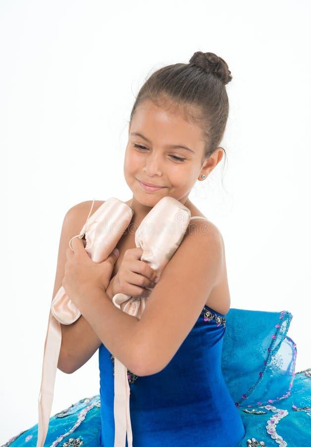 Klassische Tanzhobby-Favorittätigkeit Ausgezeichnete Ballerina des wichtigen Attributes der Kinderglückliche Griff-Ballettschuhe  stockbild