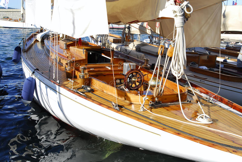 Klassische Yacht im Heiligen Tropez, Frankreich lizenzfreie stockfotos