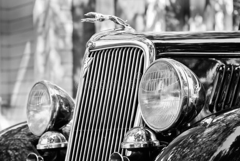 Klassischer Ford Hood u. Grill mit Grayhound Hood Ornament stockbilder