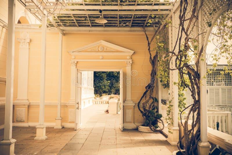 Klassischer Gebäudeeingang stockfoto