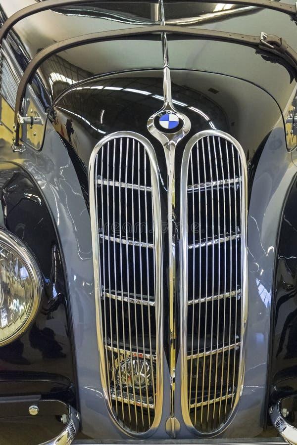 Klassischer Heizkörpergrill für BMW-Autos stockfotos