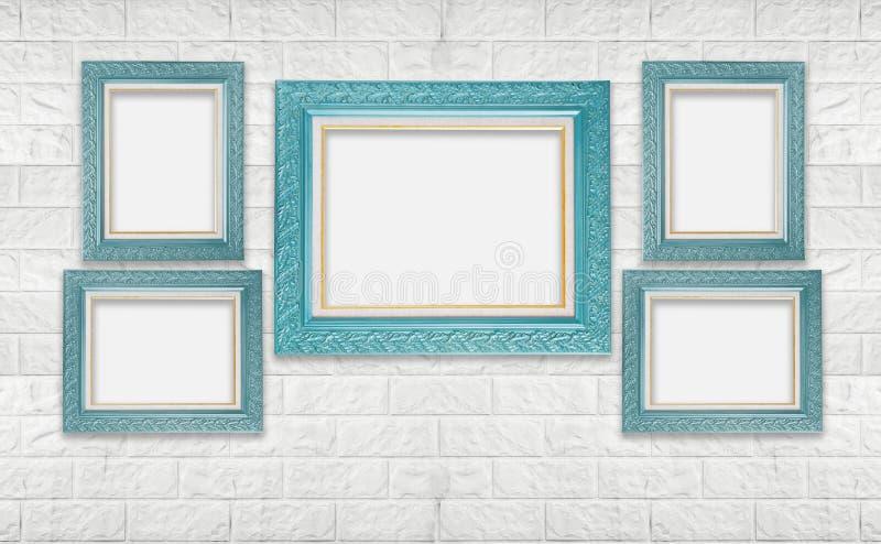 Klassischer leerer Fotorahmen auf weißer moderner Backsteinmauer lizenzfreie stockfotografie